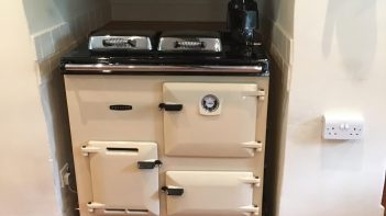 Rayburn Royal. Gas fired. Right hand flue. Cream.